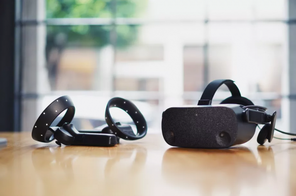 The HP Reverb Virtual Reality Headset