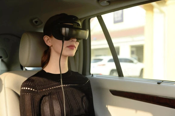 The Luci Immers Virtual Reality Headset will Tap into the Processing Power of Smartphones Tablets and Laptops