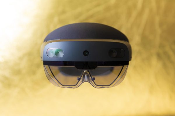 Microsoft Promises an Update on HoloLens 2 Delivery Problems